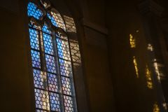 Janela bonita na igreja Católica alemão imagem de stock