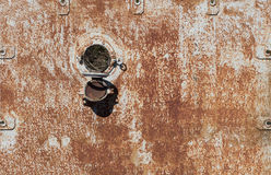 Janela circular oxidada velha Foto de Stock