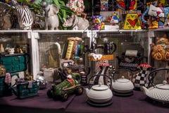 Janela da loja da porcelana fotos de stock