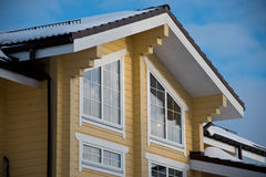 Janela da mansarda da casa de madeira Imagens de Stock