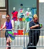 Janela de loja do ` s de Gap que comemora o New York City 2018 Pride Parade Imagem de Stock