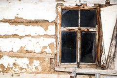 Janela de madeira da casa velha Imagens de Stock Royalty Free