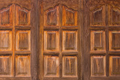 Janela de madeira velha tailandesa na casa tailandesa Imagem de Stock