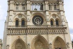 Janela de Notre Dame em Paris imagens de stock
