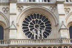 Janela de Notre Dame em Paris imagem de stock