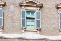 A janela de Semanal Endereçamento do papa imagens de stock royalty free