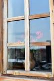A janela de uma casa da vila Imagens de Stock Royalty Free
