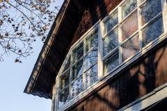 A janela de uma casa de madeira geou fotografia de stock royalty free