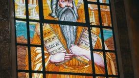 Janela de vidro colorido com uma imagem do ícone Lord God em Christian Church vídeos de arquivo