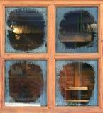 Janela de vidro com borrões ao redor imagens de stock