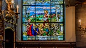 Janela de vitral e interior da igreja alemão em Stockh Foto de Stock
