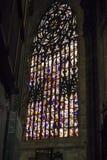 Janela de vitral enorme dentro de Milan Duomo Cathedralin Foto de Stock Royalty Free