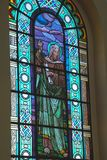 Janela de vitral no católico brasileiro Church_03 imagem de stock royalty free