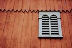 Janela decorativa do celeiro da casa da quinta Fotos de Stock Royalty Free