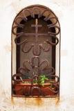 Janela do monastério com estrutura decorativa do metal Janela de segunda-feira Imagens de Stock