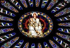 Janela do mosaico da catedral de Saint Lawrence em Genoa, Itália fotos de stock