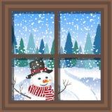 Janela do Natal do inverno com uma vista do cartão de Natal nevado da floresta janela do inverno com a paisagem e o boneco de nev Foto de Stock Royalty Free