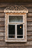 Janela do russo no quadro de madeira cinzelado foto de stock royalty free