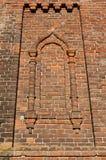Janela em uma igreja velha do tijolo Imagens de Stock Royalty Free
