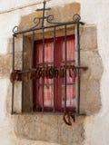 Janela fechado com grades e ferraduras do ferro País Basque Fotografia de Stock
