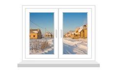 Janela fechado com um tipo na paisagem do inverno com casas de campo novas Imagem de Stock