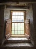 Janela, interior de pedra do celeiro Imagens de Stock