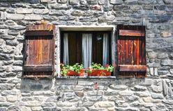 Janela na casa italiana Imagens de Stock Royalty Free