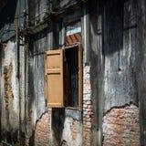 Janela na construção antiga, Songkhla Tailândia Foto de Stock Royalty Free