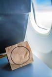 Janela no avião fotografia de stock