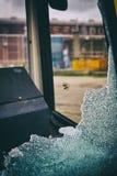 Janela quebrada do ônibus fotos de stock