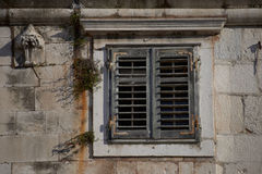 A janela velha imagens de stock royalty free