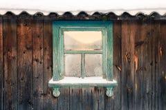 A janela velha da cor do celeiro Fotos de Stock Royalty Free