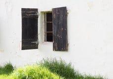 Janela velha do estábulo do cavalo Imagem de Stock