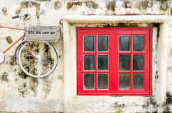 Janela velha vermelha do vintage Foto de Stock Royalty Free