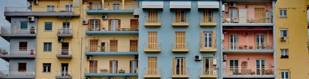 Janelas coloridas em uma construção Fotos de Stock Royalty Free