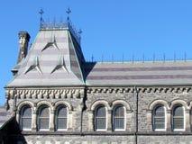 Janelas 2015 da construção principal da universidade de Toronto Fotografia de Stock Royalty Free