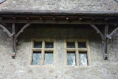 Janelas de vidro colorido octogonais com quadro de madeira Fotos de Stock Royalty Free