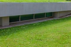 Janelas de vidro na casa moderna Imagens de Stock