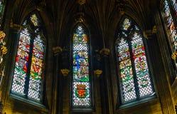 Janelas de vitral na capela do cardo em St Giles Cathedlar de fotos de stock royalty free