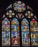 Janelas de vitral na catedral de Strasbourg fotografia de stock