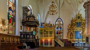 Janelas de vitral, o altar, o púlpito e Fotos de Stock Royalty Free