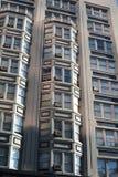 Janelas do prédio de apartamentos em Portland, Oregon fotografia de stock royalty free