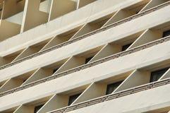 Janelas e balcões das construções Imagem de Stock