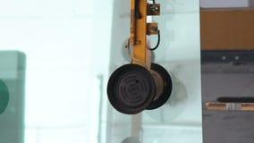 Janelas e portas do PVC de vidro na fábrica plástica vídeos de arquivo
