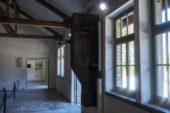 Janelas exteriores da construção do crematório e da câmara de gás de fotos de stock royalty free