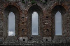 Janelas históricas de Toscânia Italia Toscânia do galgano de san da abadia da igreja do céu Fotografia de Stock Royalty Free