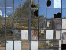Janelas industriais quebradas Fotografia de Stock Royalty Free