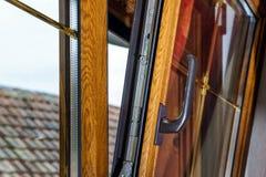 Janelas laminadas do PVC na casa do villagr Imagens de Stock