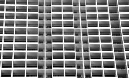 Janelas preto e branco do apartamento fotos de stock