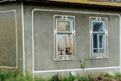 Janelas quebradas da casa velha Fotos de Stock Royalty Free